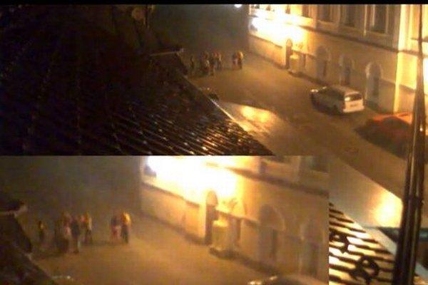 Rómska rodina z Tisovca zbila na ulici dvoch mužov.