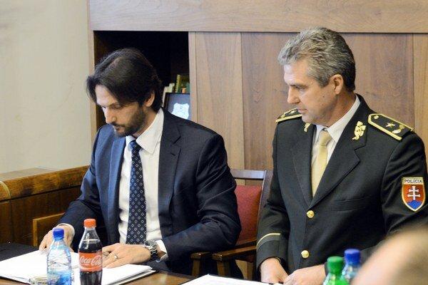 Minister vnútra SR Robert Kaliňák (vľavo) a prezident Policajného zboru SR Tibor Gašpar.