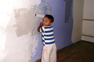Maľovanie pred otvorením rodičovského centra.