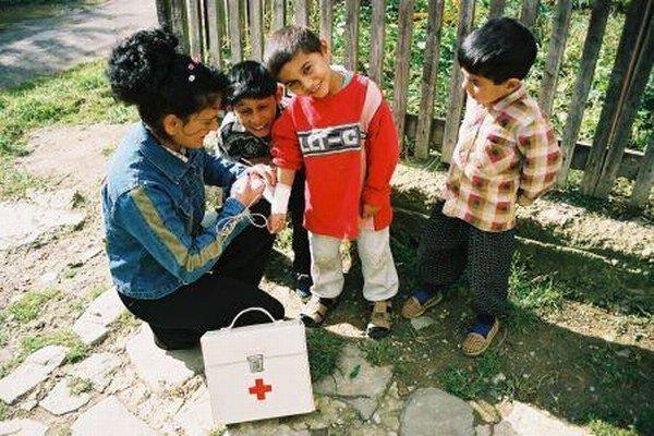 Zdravotní asistenti pomáhajú v osadách.
