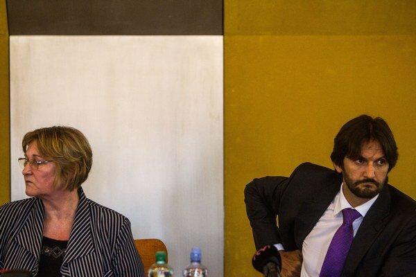 Zľava: Ombudsmanka Jana Dubovcová a minister vnútra Robert Kaliňák.