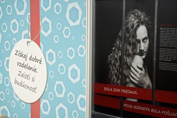 Otvorenia kampane boja proti obchodovaniu s ľuďmi, s názvom Ľudia nie sú na predaj – GIFT box Slovakia, v Bratislave