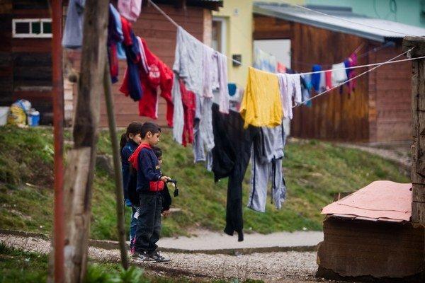 Plán, ako zlepšiť život Rómov, majú politici na stole roky.