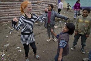 Gréci našli matku dievčatka z osadySestra plavovlasej Marie sa zabáva v bulharskej osade.