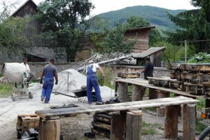 Obec zamestnala Rómov na stavbu rigolov