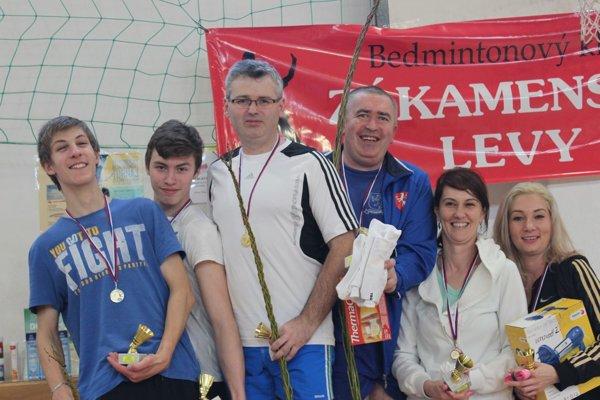 V kategórii verejnosť štvohra vyhrali Dušan Polťák a Peter Janckulík starší (obaja v strede).