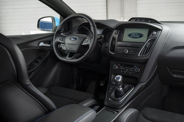 Interiér Fordu Focus RS je prakticky identický s interiérom slabšej verzie ST.