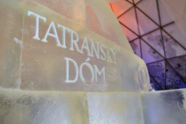 Nápis vytesaný do ľadu pri vstupe do Tatranského ľadového dómu.