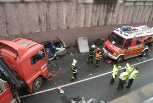 Nehoda v podjazde v Prievidzi.