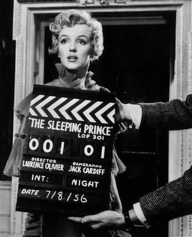 Marilyn Monroe pred klapkou v komédii Princ a tanečnica (1957).