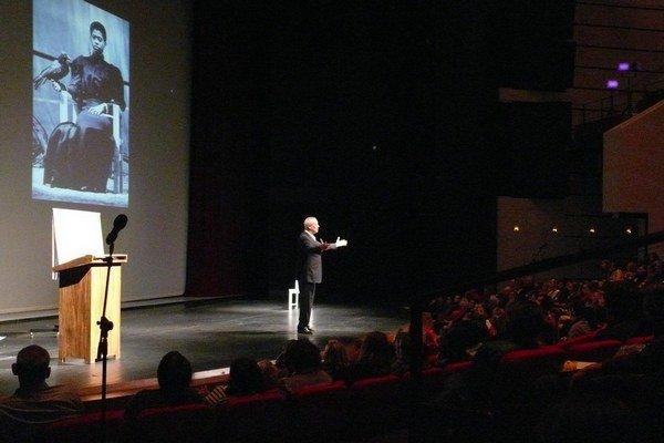 Robert Wilson na prednáške v Sále opery a baletu SND.