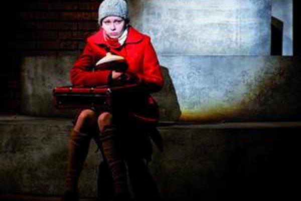V úlohe dcéry debutovala študentka košického Konzervatória Ivana Feníková.