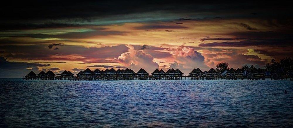 Západ slnka na Bora Bora.