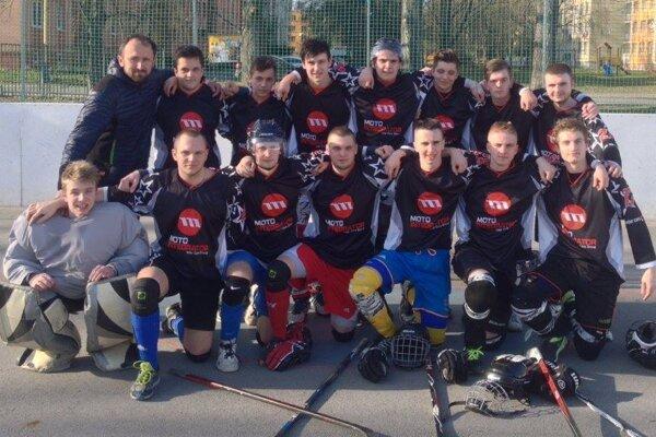 Extraligoví hokejbalisti Čadce - spoločná fotografia