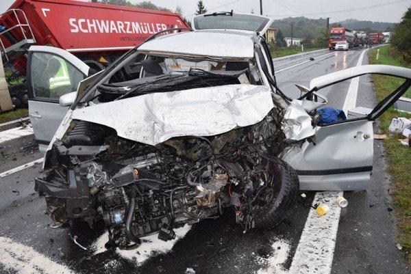 Pri dopravnej nehode zahynul jeden človek.