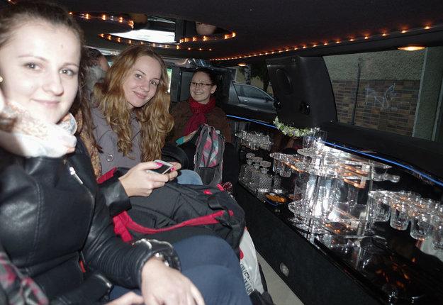 No a čo by to bola za cesta limuzínou bez šampanského?