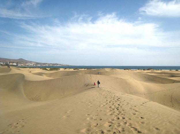 Jednou z prírodných zaujímavostí na ostrove sú duny naviate zo saharského piesku.