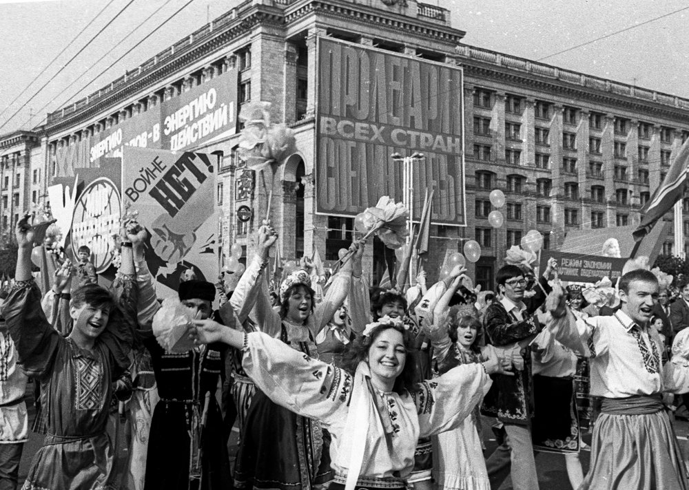 Oslavy 1. mája v Kyjeve päť dní po havárii v Černobyle. Nikto z týchto ľudí netušil o hroziacom nebezpečenstve.