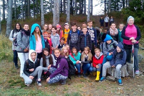 V programe, ktorý pripravili v Handlovej pre nemeckých žiakov, nechýbala ani turistika.