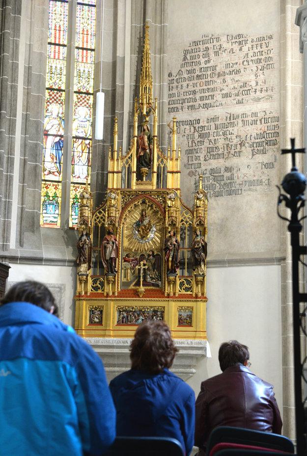 Obnovený oltár v Dóme sv. Alžbety.