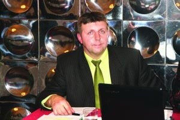 O Šlosárovi ako o novom riaditeľovi Technických služieb rozhodovali štyria jeho podriadení z mestského úradu a dvaja poslanci, ktorí sú napojení na mestské peniaze.