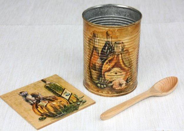 Technika decoupage zmení takmer každý predmet na umelecké dielo.