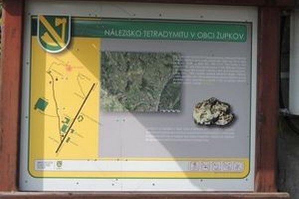 Na snímke je informačná tabuľa k náučnému chodníku Tetradymit v Župkove.