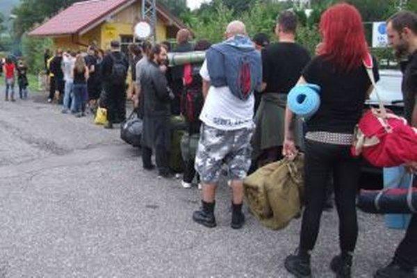 Metaloví fanúšikovia. Pri Tajchu sa vo veľkom začali schádzať už včera.