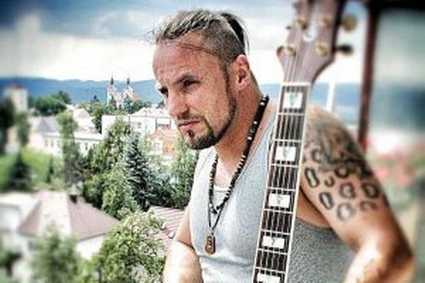 Spevák Robo Mikla žije momentálne v Amerike, na Slovensko prišiel dovolenkovať.