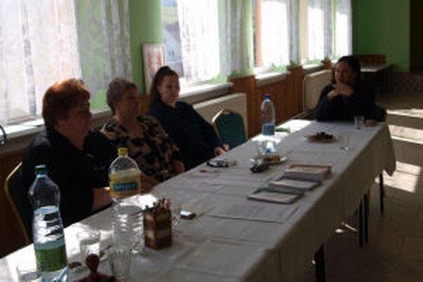 V obci Močiar sa v komisii stretli samé ženy.