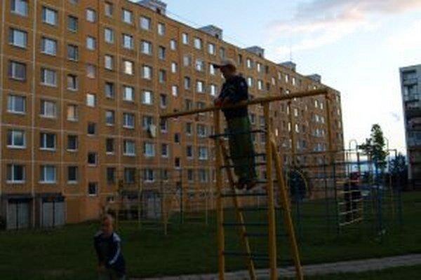 Nová oddychová zóna vznikne medzi panelákmi na Hviezdoslavovej ulici.