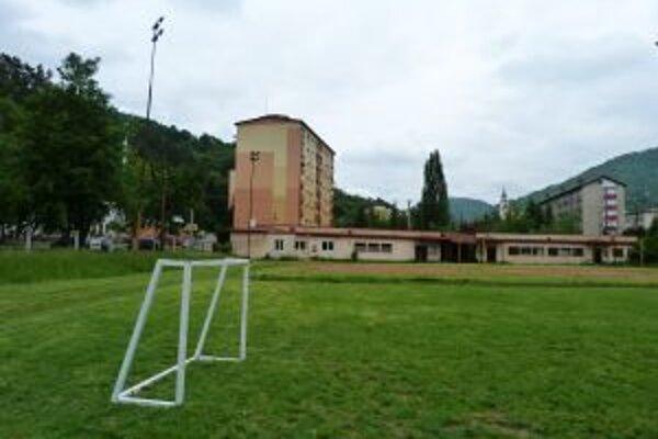 Zmena využitia ihriska na plochu pre vyššiu vybavenosť obyvateľov mesta rozdeľuje.