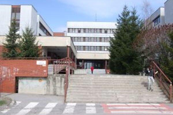 Banskoštiavnická nemocnica. Mesto pre ňu schválilo príspevok na zakúpenie potrebnej techniky.