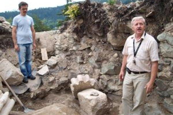 Archeologické nálezisko. Na Starom mesto postupne odkrývajú banskoštiavnický hrad.