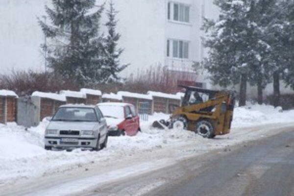 Jedno z vozidiel technických služieb počas zimnej údržby.
