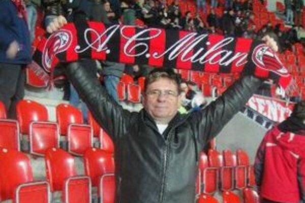 Člen fanklubu slávneho AC Miláno Ivan Zelovič na zápase s Fiorentinov.