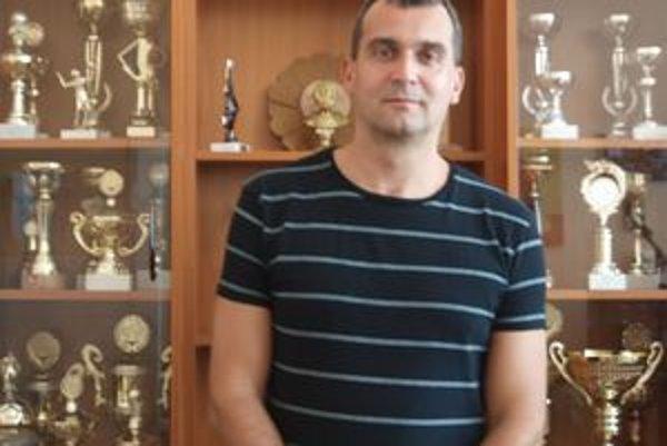 Marek Baláž. Nový prezident žiarskych basketbalistov vidí v žiarskom tíme veľké nádeje.