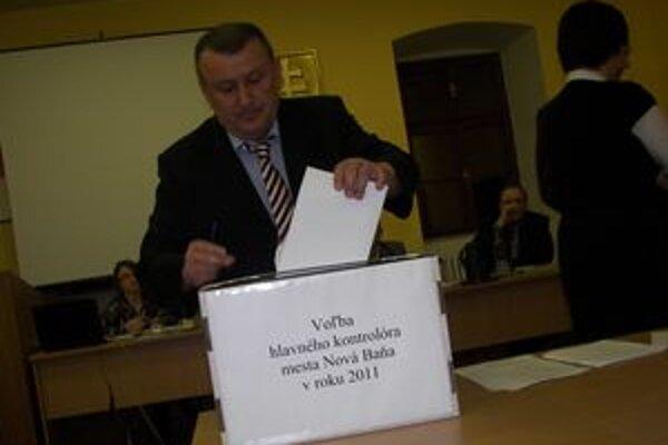 Kontrolóra vyberali poslanci tajným hlasovaním.