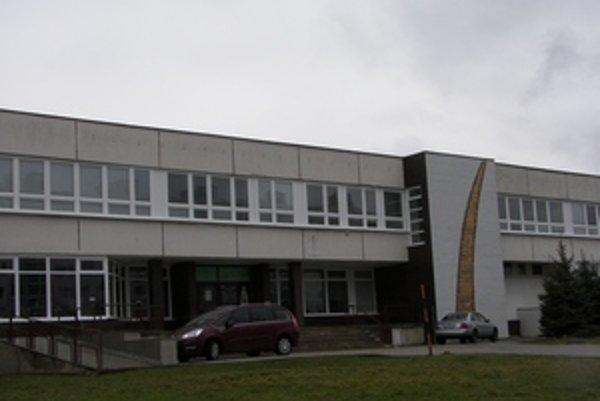 Cirkevná základná škola v Žiari nad Hronom. Jej žiaci mali chrípkové prázdniny.