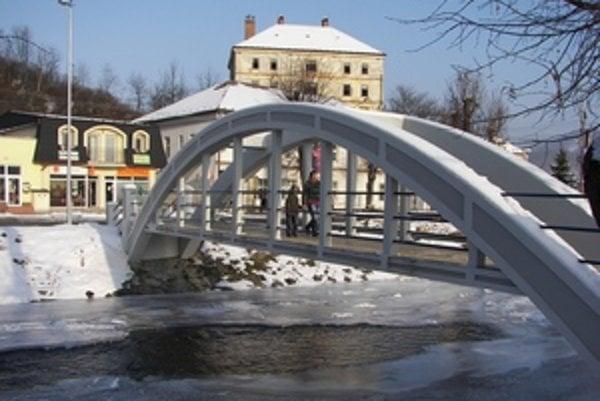 Jeden z oblúkových mostov. Po rekonštrukcii pôsobí oveľa estetickejšie ako predtým. Ľudia sa však sťažujú na šmykľavý povrch.