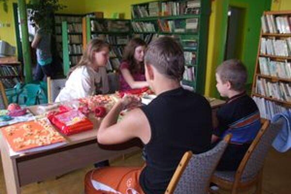 Detskí čitatelia. V novobanskej knižnici sú pre nich prichystané aj tvorivé dielne.