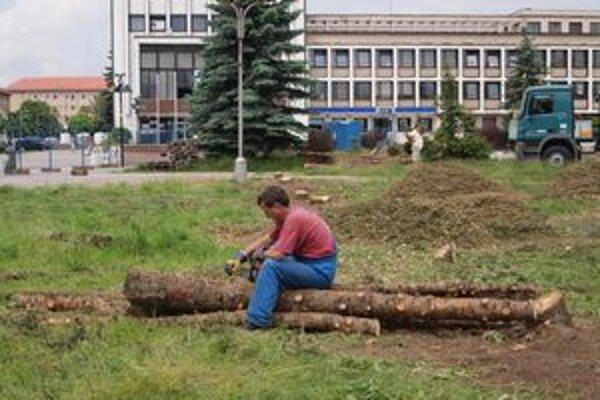 V žiarskom centre kvôli jeho obnove vyrúbu väčšinu pôvodných stromov.