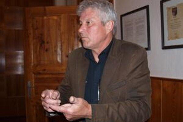 Riaditeľ kremnického centra Alfréd Haško si myslí, že vláda rozhodla nekvalifikovane.