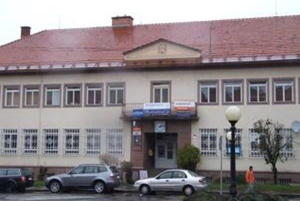 Novobanská pošta by už v marci mala fungovať v nových priestoroch.