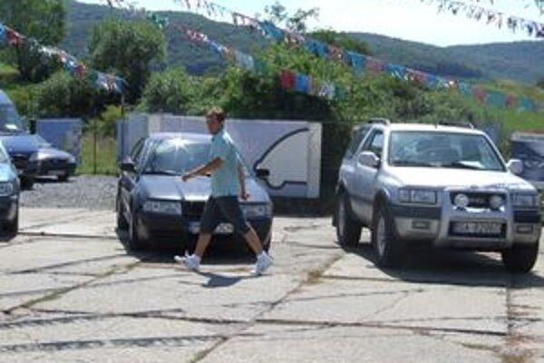 Žiarski predajcovia ojazdených vozidiel zatiaľ ponuku nových áut nezaznamenali.
