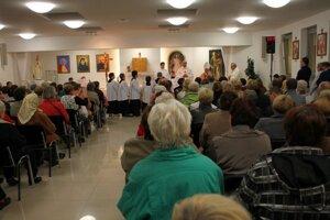 Veriaci z Prednádražia majú o bohoslužby veľký záujem.