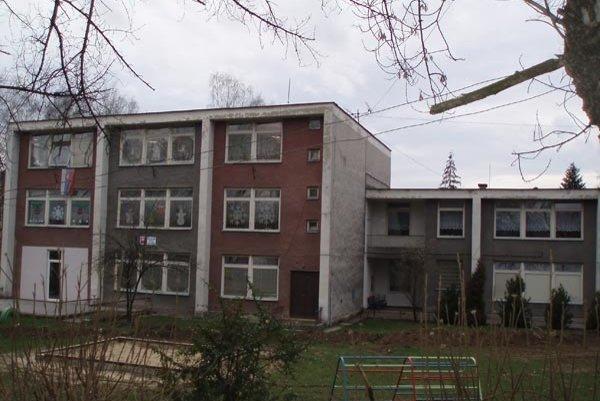 Technický stav budovy materskej školy nedovoľuje postaviť nadstavbu.