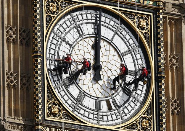 Severovýchodná veža Westminsterského paláca v Londýne potrebuje naliehavo opravy.