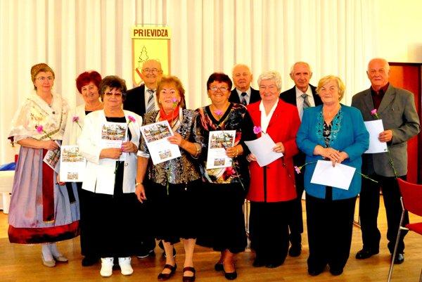 Členovia Klubu Bôbarov sa snažia prežívať obdobie starnutia aktívne.