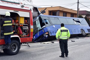 Nehoda autobusu v Slanci.